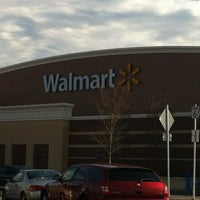 2/21/2012にChris CostnerがWalmart Supercenterで撮った写真