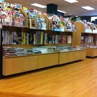 Foto scattata a Kinokuniya Bookstore da Prisczy D. il 5/21/2012