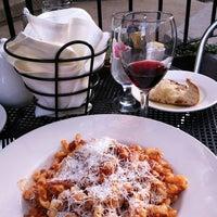 รูปภาพถ่ายที่ Piattini Wine Cafe โดย Tyler S. เมื่อ 4/29/2012
