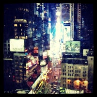 Photo prise au Novotel New York Times Square par Renee le6/20/2012