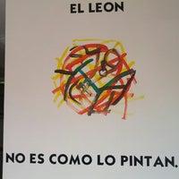 Das Foto wurde bei COMBInados, Tacos, cortes y + von Eduardo V. am 7/30/2012 aufgenommen