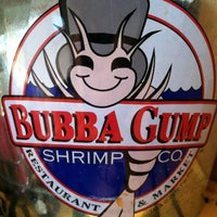 Foto diambil di Bubba Gump Shrimp Co. oleh Melinda B. pada 3/11/2012