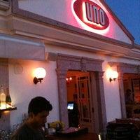 Das Foto wurde bei Uno Restaurant von Zeynep K. am 8/22/2012 aufgenommen