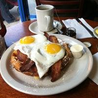3/29/2012にDerrick Y.がIgloo Cafeで撮った写真