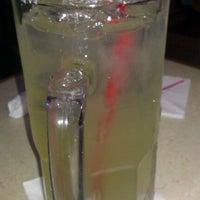 Foto tomada en La Parrilla Mexican Restaurant por Pat T. el 1/19/2012