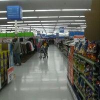 Das Foto wurde bei Walmart Supercenter von Jose R. am 1/28/2012 aufgenommen