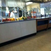 Foto tomada en DeNaples Fresh Food Company (University of Scranton) por Abby Y. el 4/13/2012