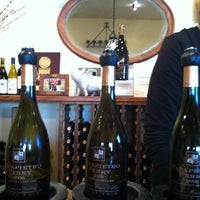 Foto scattata a Papapietro Perry Winery da Michael R. il 10/8/2011