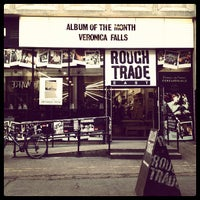 Das Foto wurde bei Rough Trade East von Alexander am 11/2/2011 aufgenommen