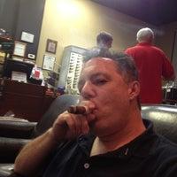 Foto tirada no(a) Smoky's Tobacco and Cigars por Robert R. em 9/8/2012
