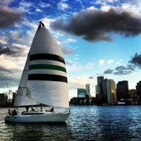 6/7/2012 tarihinde Leighton O.ziyaretçi tarafından Boston Sail Loft'de çekilen fotoğraf
