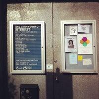 Photo prise au The Compound Interest: Centre for the Applied Arts par Aaron M. le8/10/2012