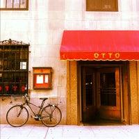 Photo prise au Otto Enoteca Pizzeria par David F. le10/20/2011