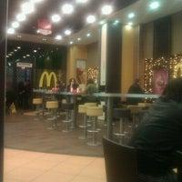 Foto scattata a McDonald's da El W. il 12/11/2011