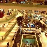 รูปภาพถ่ายที่ Athens Metro Mall โดย Konstantinos A. เมื่อ 11/21/2011