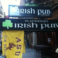 Foto tirada no(a) Playwright Irish Pub por Patrick D. em 10/8/2011