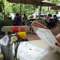 รูปภาพถ่ายที่ La Cafetería โดย Frodo G. เมื่อ 4/27/2012