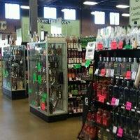 Photo prise au Argonaut Wine & Liquor par Joel G. le11/29/2011