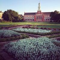 Photo prise au Library Lawn par Chase C. le9/4/2012