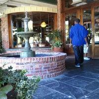 รูปภาพถ่ายที่ Pappadeaux Seafood Kitchen โดย Jamie-lee M. เมื่อ 10/1/2011