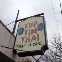 รูปภาพถ่ายที่ Tup Tim Thai โดย F เมื่อ 3/30/2012