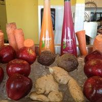 Foto scattata a Robeks Fresh Juices & Smoothies da Kellie K. il 5/19/2012
