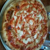 Foto tomada en Yellow Brick Pizza por Le Ron C. el 8/30/2011