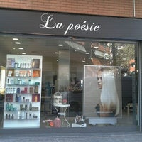 Foto tomada en La Poésie Perruqueria por laura r. el 11/24/2011