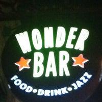 รูปภาพถ่ายที่ Wonder Bar โดย Rob S. เมื่อ 3/20/2011