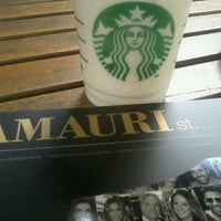 Foto tirada no(a) Starbucks por Ligia P. em 12/22/2011