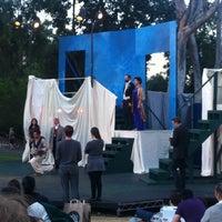 Foto scattata a Griffith Park Free Shakespeare Festival da Kelly B. il 7/24/2011