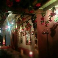 Foto tirada no(a) Café Rose Red por Rudy D. em 2/9/2012