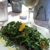Photo prise au Georges Brasserie par Jasmine B. le2/23/2012