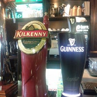 Foto diambil di Shannon's Irish Bar oleh Alexander M. pada 5/17/2012