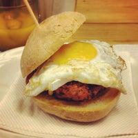 8/6/2012에 Teodora Gheorghiu님이 La Castanya Gourmet Burger에서 찍은 사진