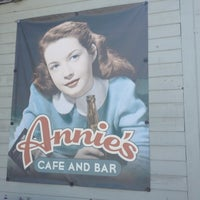 Das Foto wurde bei Annie's Cafe & Bar von Garland T. am 8/4/2012 aufgenommen