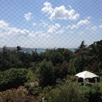 7/31/2012 tarihinde Yesim D.ziyaretçi tarafından Cafe Swiss'de çekilen fotoğraf