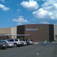 Das Foto wurde bei Walmart Supercenter von Jason D. am 6/23/2012 aufgenommen