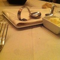 Photo prise au Nine-Ten Restaurant and Bar par Ibraheem le3/7/2012