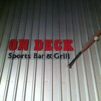 Foto tomada en On Deck Sports Bar & Grill por Jeri B. el 6/19/2011