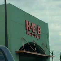 Снимок сделан в H-E-B пользователем Kris J. 11/15/2011
