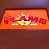 Foto scattata a The Flame Restaurant da Michael V. il 10/1/2011
