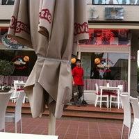 Foto scattata a Olivia's Pizzeria da Ebru I. il 5/11/2012