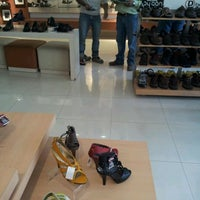Das Foto wurde bei Outlet Hush Puppies von Jorge D. am 2/2/2012 aufgenommen