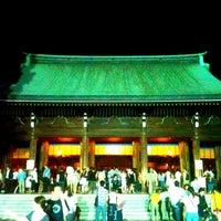 Foto tirada no(a) Honden (Main Shrine) por Daishi N. em 7/29/2012