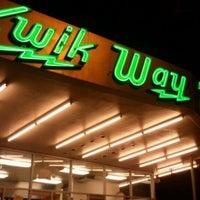 รูปภาพถ่ายที่ Kwik Way Drive-In โดย Arsenio S. เมื่อ 12/31/2011