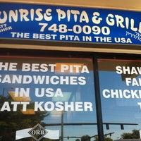 Photo prise au Sunrise Pita & Grill par alan s. le3/11/2011