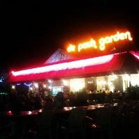 Das Foto wurde bei De Pauh Garden Restaurant & Cafe von Musyrif A. am 8/24/2012 aufgenommen