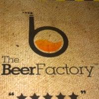 Снимок сделан в The Beer Factory & The Attic пользователем Thiruchelvan S. 8/12/2011