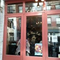 รูปภาพถ่ายที่ Le Petit Cafe โดย Federico T. เมื่อ 10/31/2011